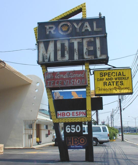 The Royal Motel Was Built In 1960 2003 Sign Altered As Shown Photo On Right From 2009