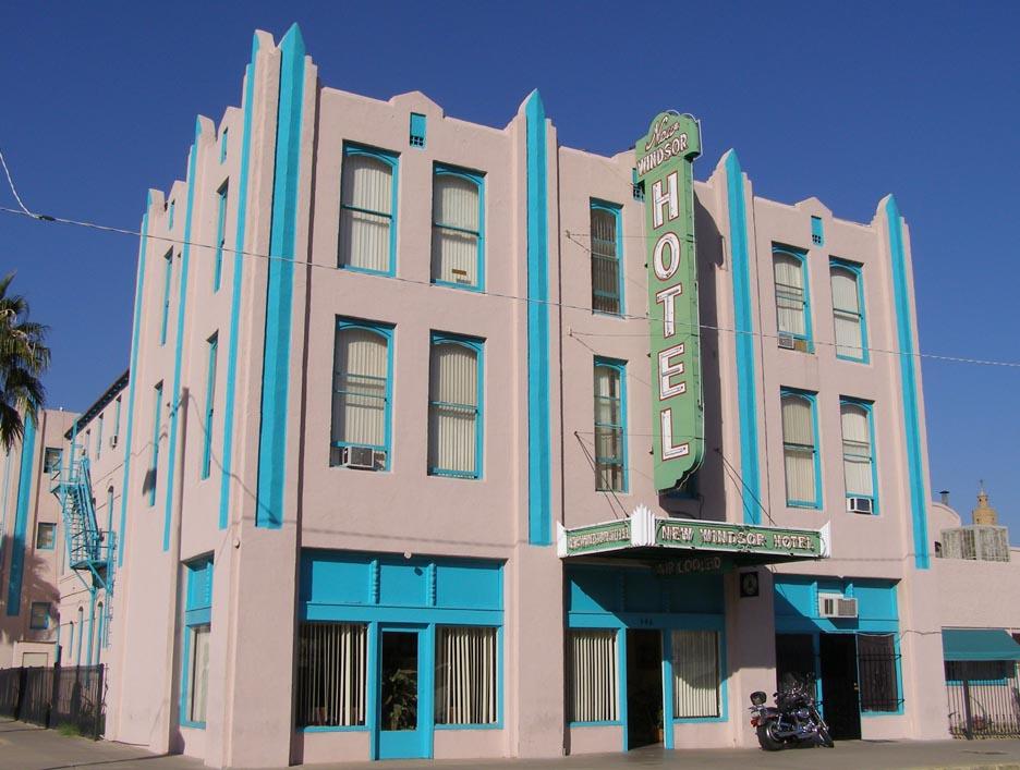 Phoenix art deco streamline moderne buildings for Hotels 85016