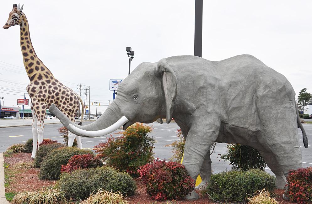 Mammal Statues : RoadsideArchitecture.com