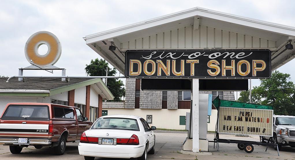 Donut Signs   RoadsideArchitecture com