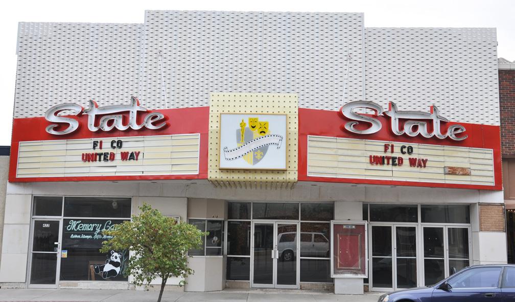 Bon Garden City, KS, Crest Theatre