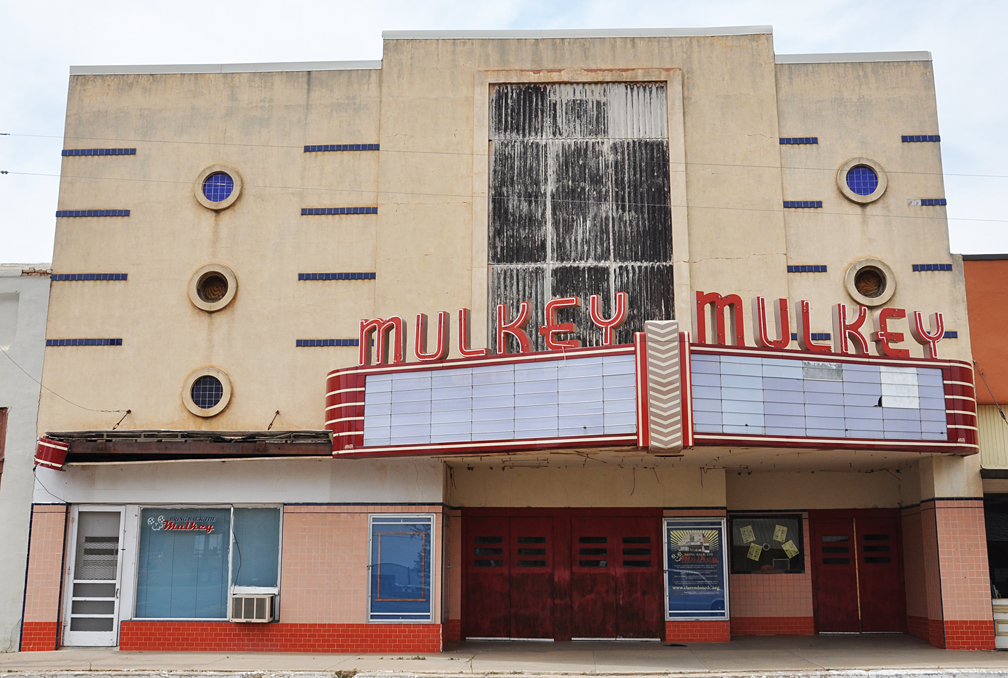 cliftex theater Clifton is a texas main street city with many antique dealers in the downtown area the cliftex theater is the oldest continuously operating movie theater in texas events include fall fest in october and the clifton swirl food and wine festival in november.
