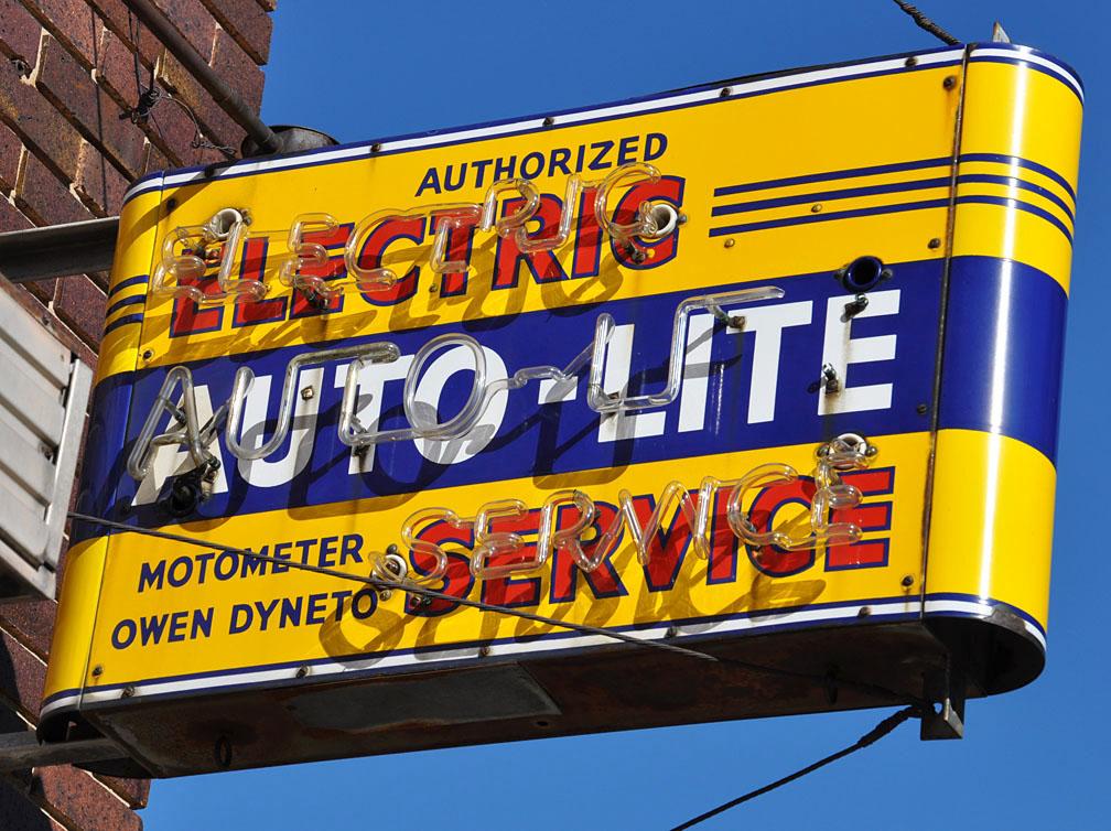 Car Dealerships In Grand Forks Nd >> North Dakota Car Showrooms & Dealerships | RoadsideArchitecture.com