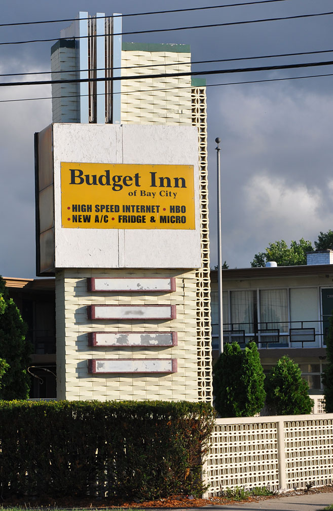 The Empire House Motel Was Probably Built In 1950s Or 1960s By 2017 Had Been Remodeled And Renamed Budget Inn Of Bay City