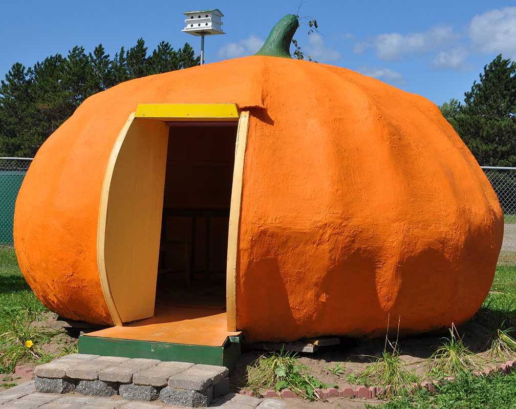 halloween pumpkin house by - photo #20