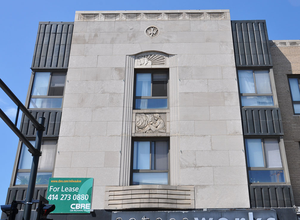 Milwaukee art deco streamline moderne buildings for Building a house in wisconsin