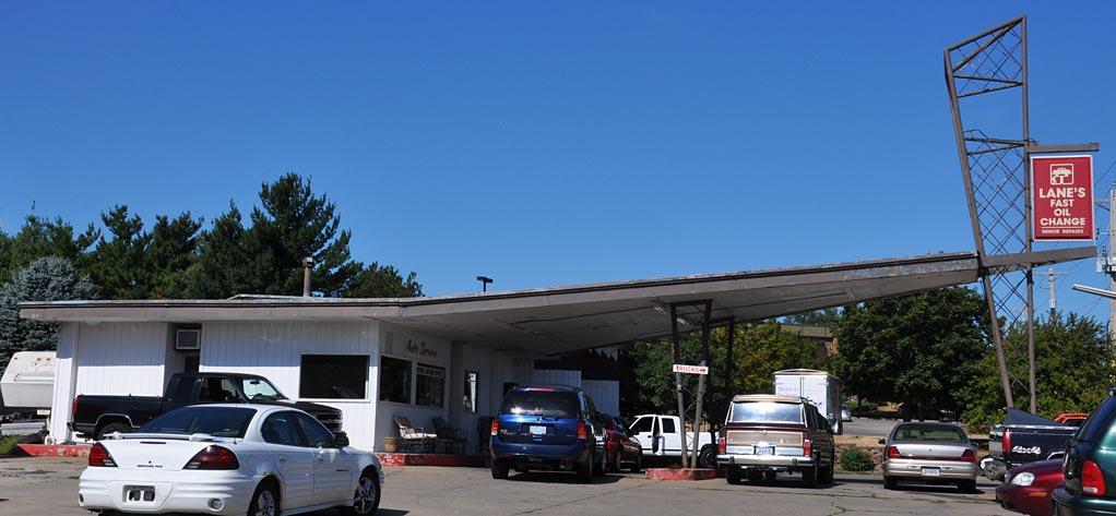 Fast Lane Oil Change >> Iowa Icebox & Modern Gas Stations | RoadsideArchitecture.com